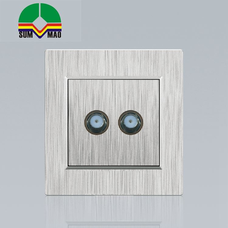 High Quality UK Wall Socket Dual Plug Double Usb With Two Switch Wall Socket With China Factory Price