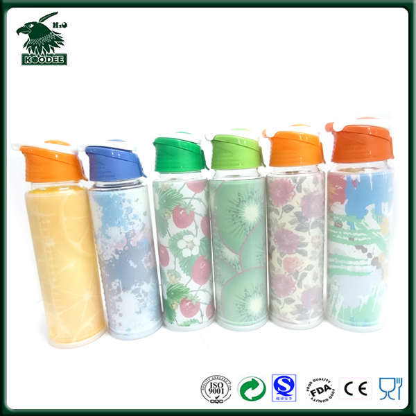 2017 Wholesale Custom made clear glass water bottle with silicone sleeve