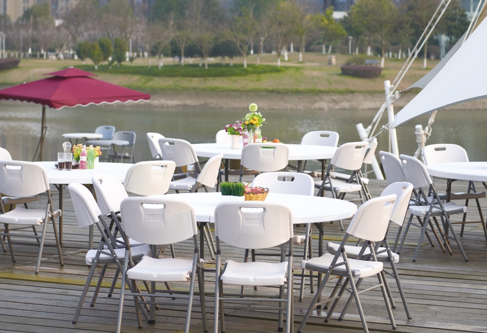 Hotel Restaurant Folding Dining Table Used Round Blow Molded Plastic