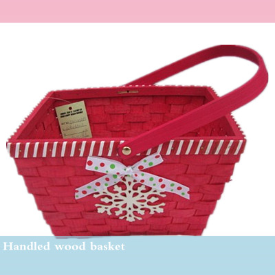 S/3 handmade golden color displaying wicker basket with wooden handle