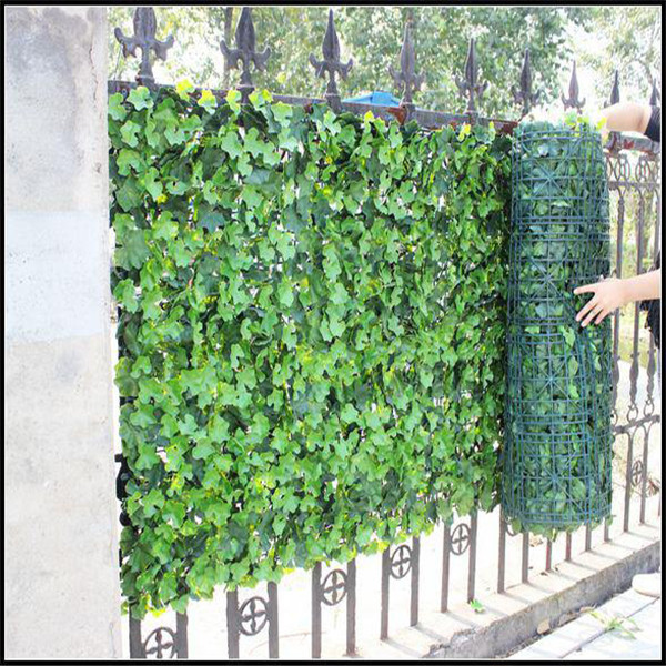 Natural artificial green fence vertical green wall for for Garden wall decorations
