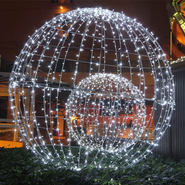 Image gallery large outdoor christmas decorations for Large outdoor christmas displays