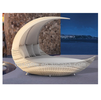 New designs moon shape outdoor rattan daybed with canopy