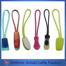 2016 christmas Wholesale customized rubber with string zipper puller