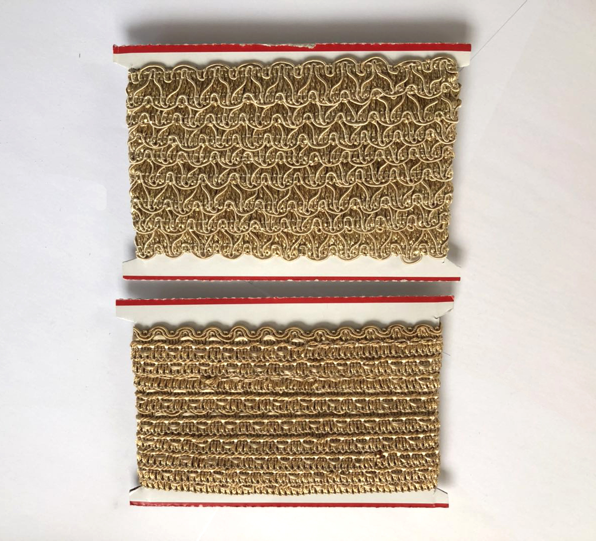 100% Polyester Embroidery Fashion V Shape Neck Lace