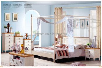 Camera Da Letto Legno Bianco : Spaziosa camera da letto luminosa con letto matrimoniale comò