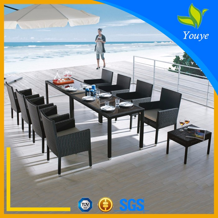 Stately generous dining table Patio outdoor furniture