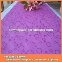 Cheap Non-woven Christmas Tablecloths and Runners
