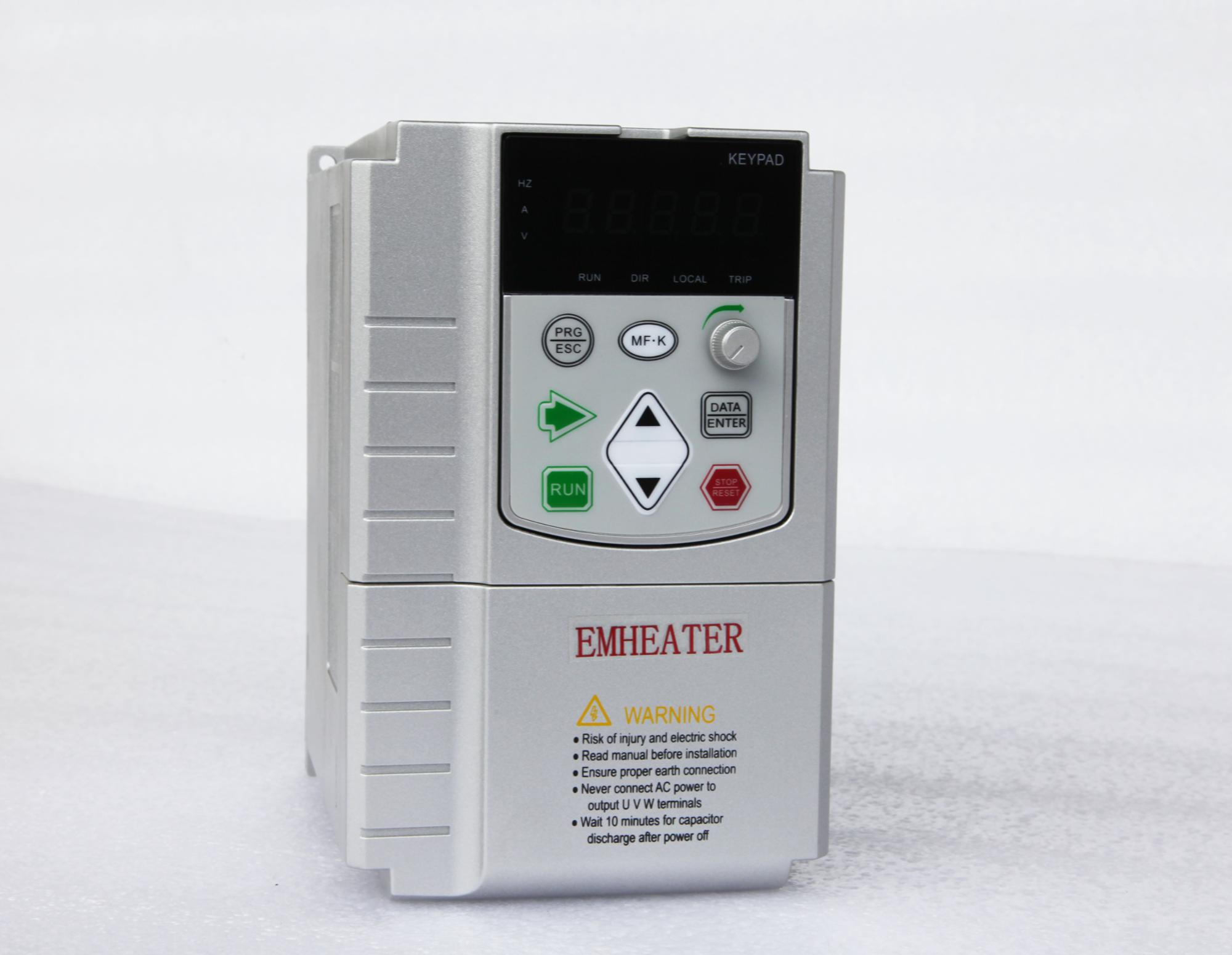 2.2kw Variable Frequency  single phase 220VAC and DC input MPPT solar pump  inverter