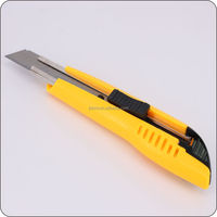 JIANBO yuyao factory easy cut 18mm co-molded utility knife rubber cutter knife