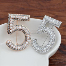 Fashion Jewelry 2017 Rhinestone Number 5 CC Pearl Brooch For Women