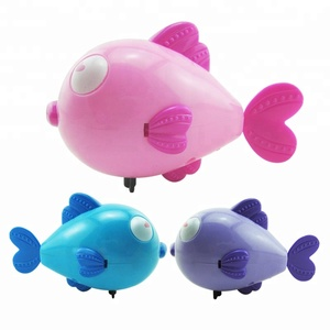 OEM new type plastic swimming wind up toy swimming fish