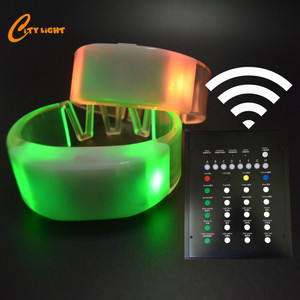 hot sale CR2032 battery replaceable silicone flashing radio control led wristband