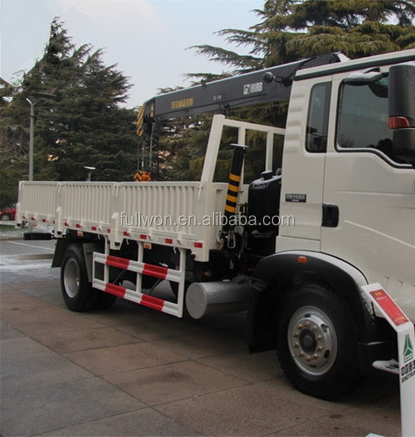 Promotion 4 ton HOWO Grua montada a camion for sale