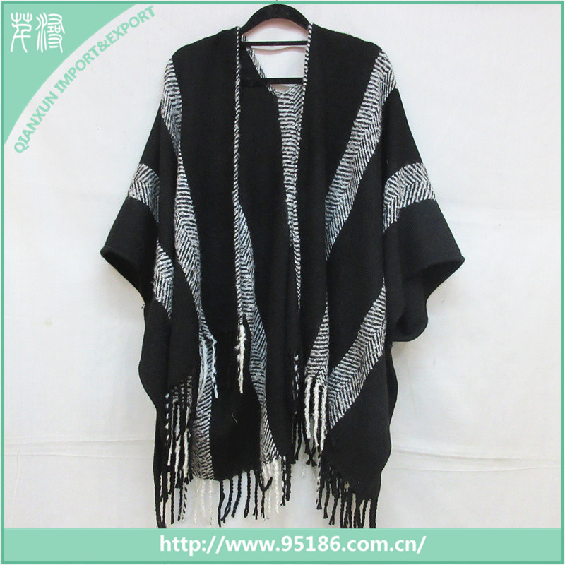 2016 Fashion Women White and Black Knit Ruana