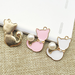 Hot sale delicate gold tone enamel pink 2*29mm pearl cute metal cat pendant