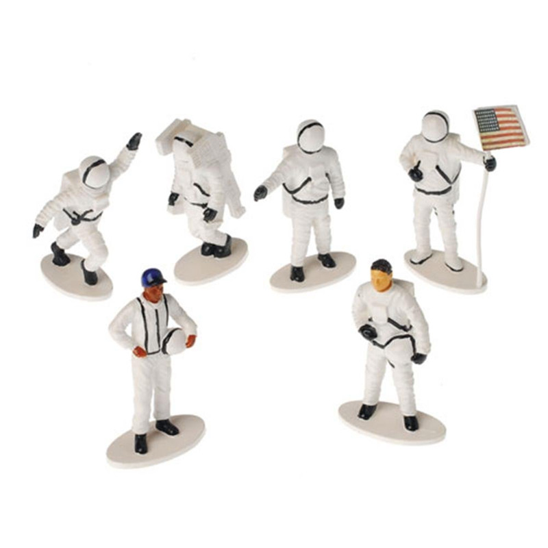 plastic astronaut figurines - 800×800