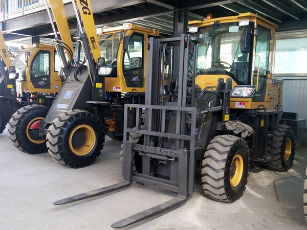 4WD Rough Terrain Forklift 3t All Terrain Forklift with CE