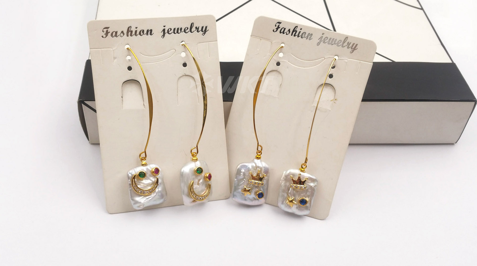 WT-E557 New design elegant white pearl with cz micro pave Smiley Face Patterns earrings natural freshwater pearl Earring