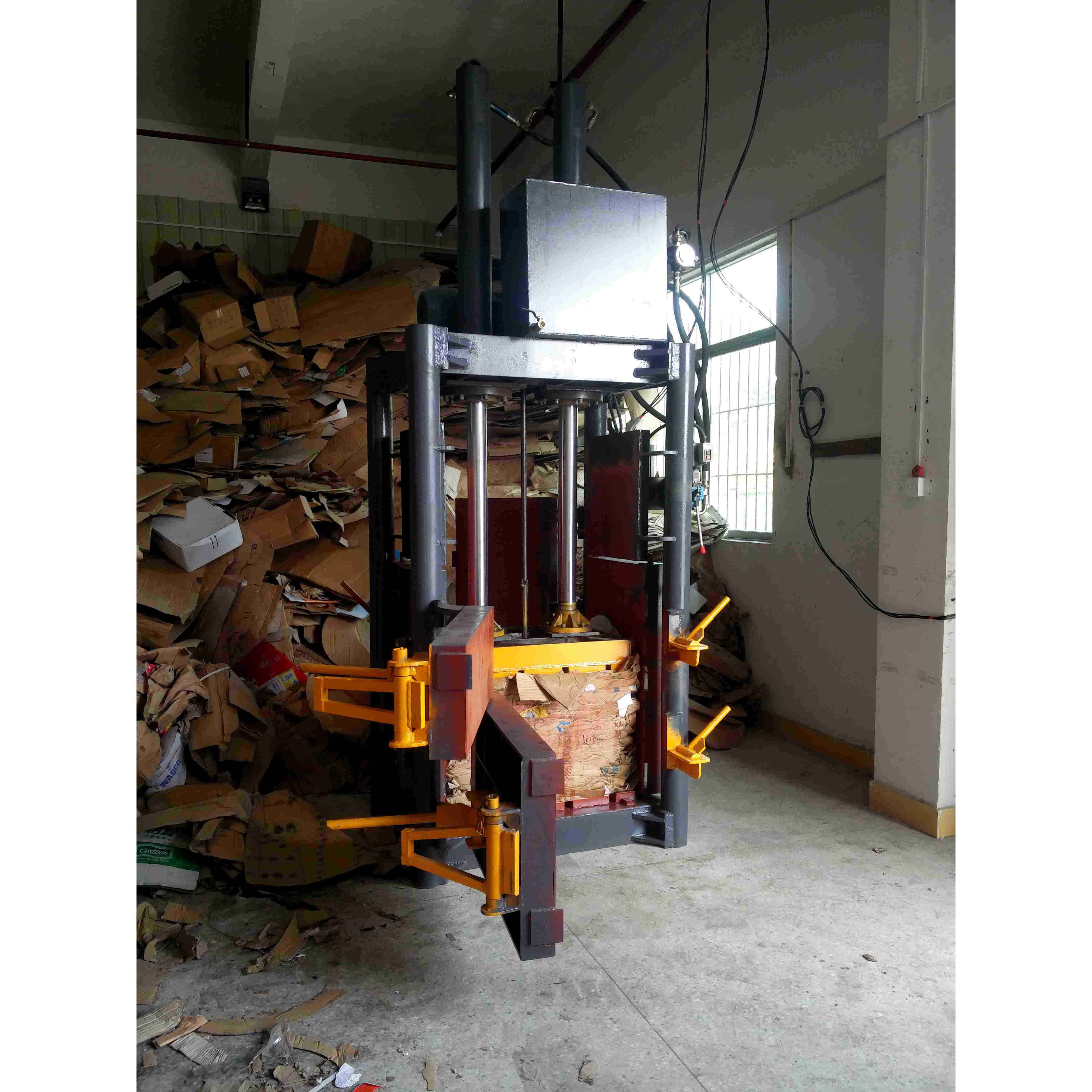 Waste plastic bottle Hydraulic Press Vertical Cardboard Machiine/baler baling machine for used clothing waste