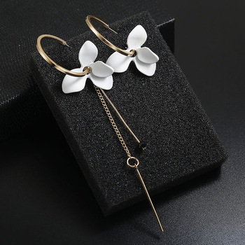 Korean Summer 2.9cm 18k Gold Circle Tassel Earrings Resin 3 Petal Asymmetry Flower Hoop Earrings