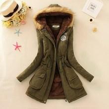 Zimní dámský kabátek s kožešinou na kapuci