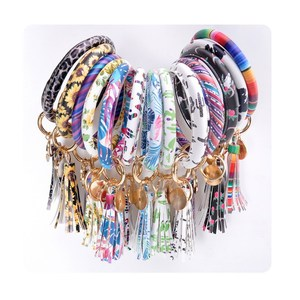 2019 Fashion Accessories Oversized O Bracelet Keyring Monogrammed Leather Wristlet Bracelet Bangle Keychain 25 Colors