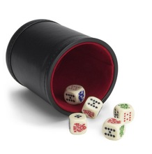 <span class=keywords><strong>Set</strong></span> <span class=keywords><strong>di</strong></span> 5 <span class=keywords><strong>Poker</strong></span> Dice con Professionale In Pelle Bicast Tazza <span class=keywords><strong>di</strong></span> Dadi con Feltro <span class=keywords><strong>di</strong></span> Colore Rosso, ottimo per i <span class=keywords><strong>Viaggi</strong></span>