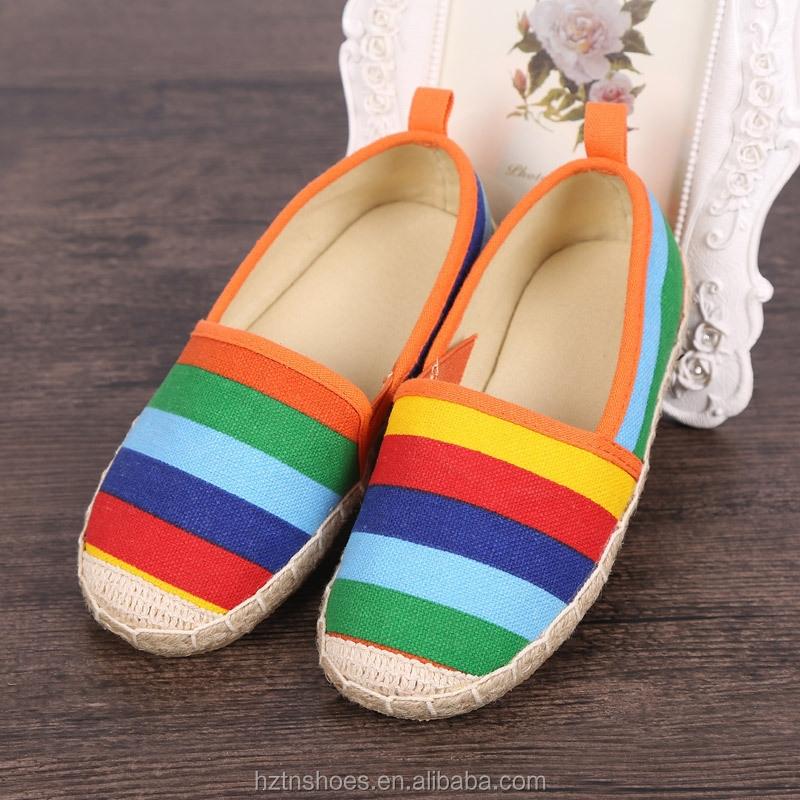 2015 nuevo diseño de alta calidad girsl impresión de color arco iris canvas shoes suela yute