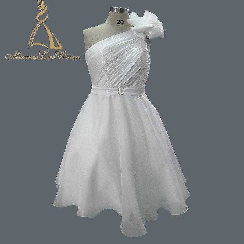 aebe13e81e La longitud de la rodilla de Organza acanalada pliegues una línea blanca  vestido de boda en