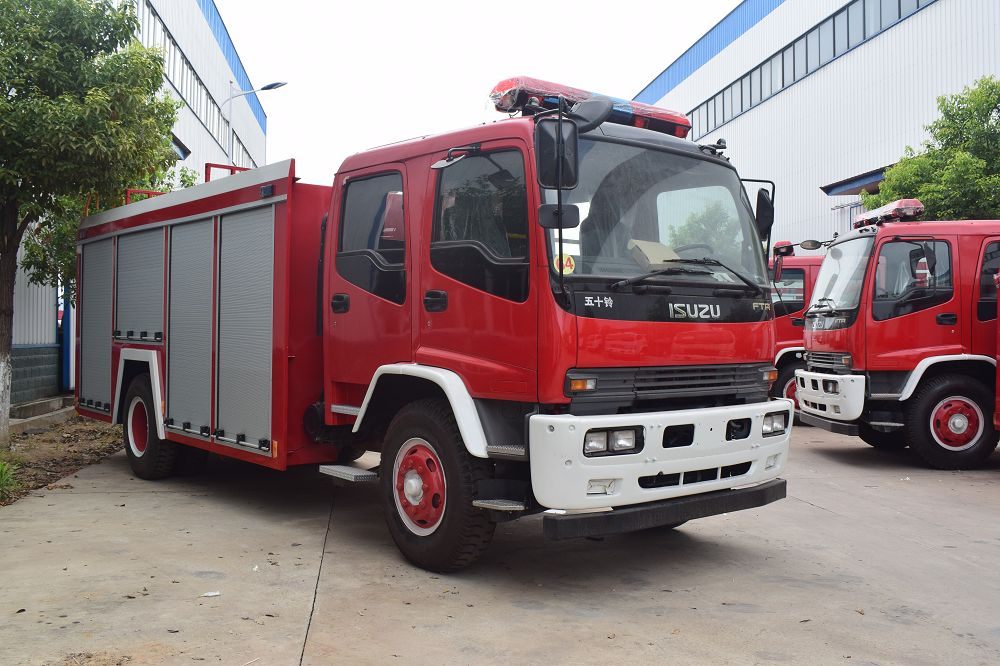 Japan Brand Fire Engine Truck Fire Fighting Truck with Water Pump