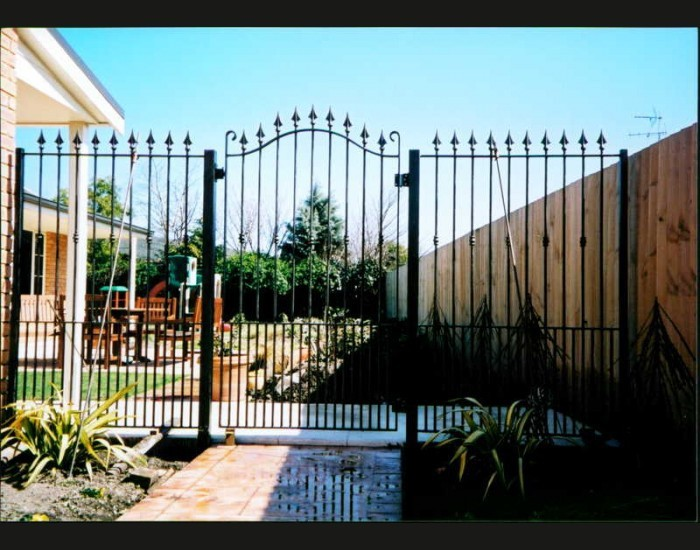 artistic iron swing front yard gate design
