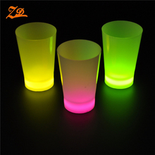 Bán buôn nhựa 12 oz glow in the dark <span class=keywords><strong>cup</strong></span>