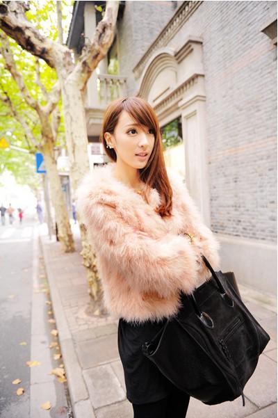 Настоящее классические с круглым вырезом пальто осень и зима аристократической ветер имитация страус волос пальто женское