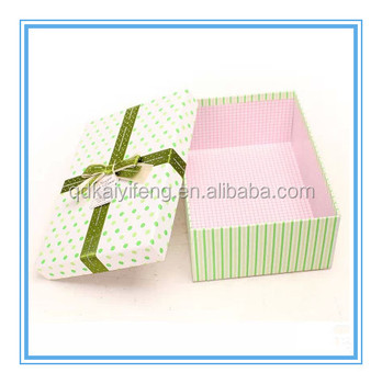 large christmas cardboard gift box with lid and base - Large Christmas Gift Boxes