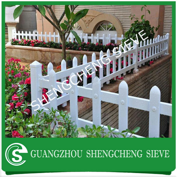 Guangzhou supplier 0.4m high Grassland PVC Fence on sale