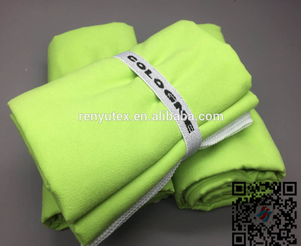 China supplier manufacture stocklot microfiber quick dry sweat sport towel with hook