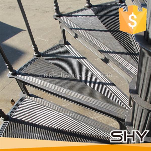 الدرج العتيقة الحديد الزهر دوامة الدرج