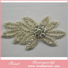 wholesale the most popular fashion flower shape glitter rhinestone brooches