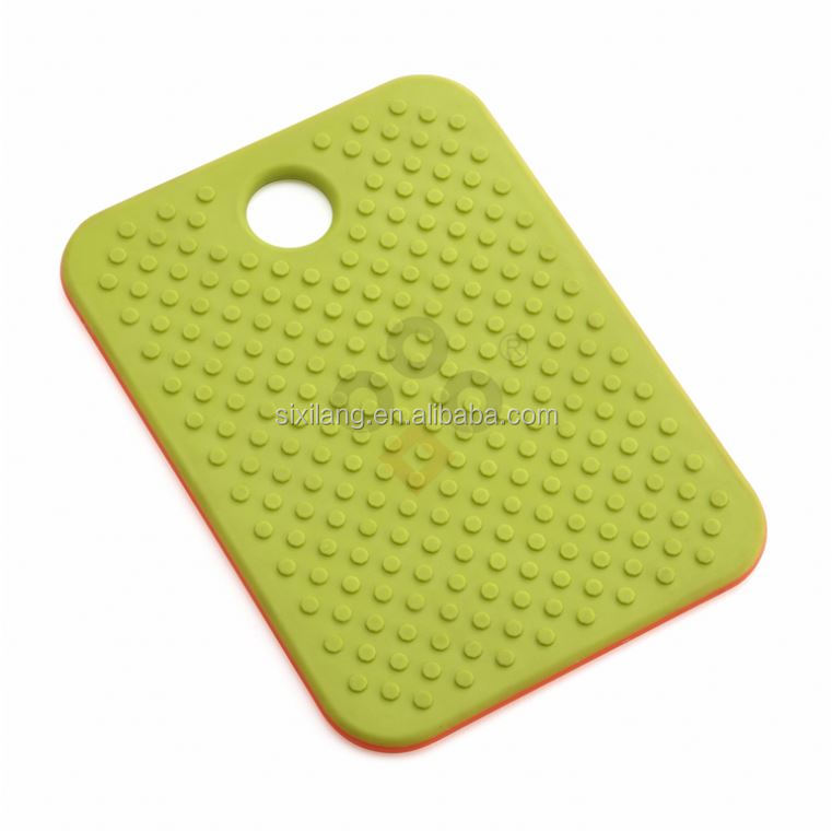 Plastic chinese supplier shaped rubber wood cutting board