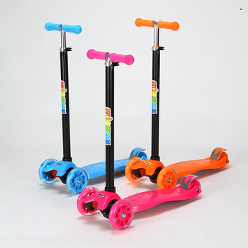 2019 Popular 3 Wheels Maxi Kids Scooter with Light for Sale