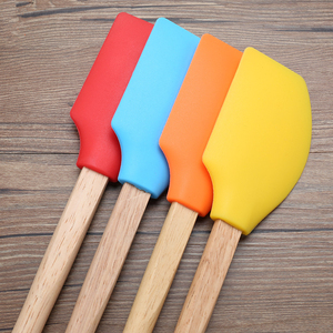 Colorful endurable wooden handle heat proof silicon spatula with private label
