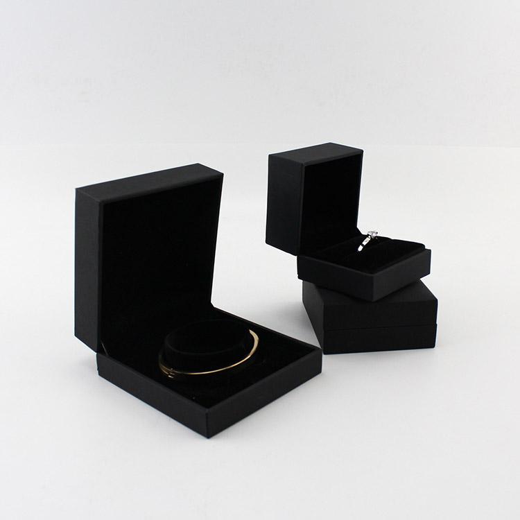 छोटे लक्जरी कंगन अंगूठी कस्टम उपहार पैकेजिंग बॉक्स कागज गहने बॉक्स