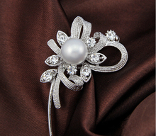 High grade clear crystal brooches The bouquet silver brooch clothes pins Spot provide bouquet-in Brooches