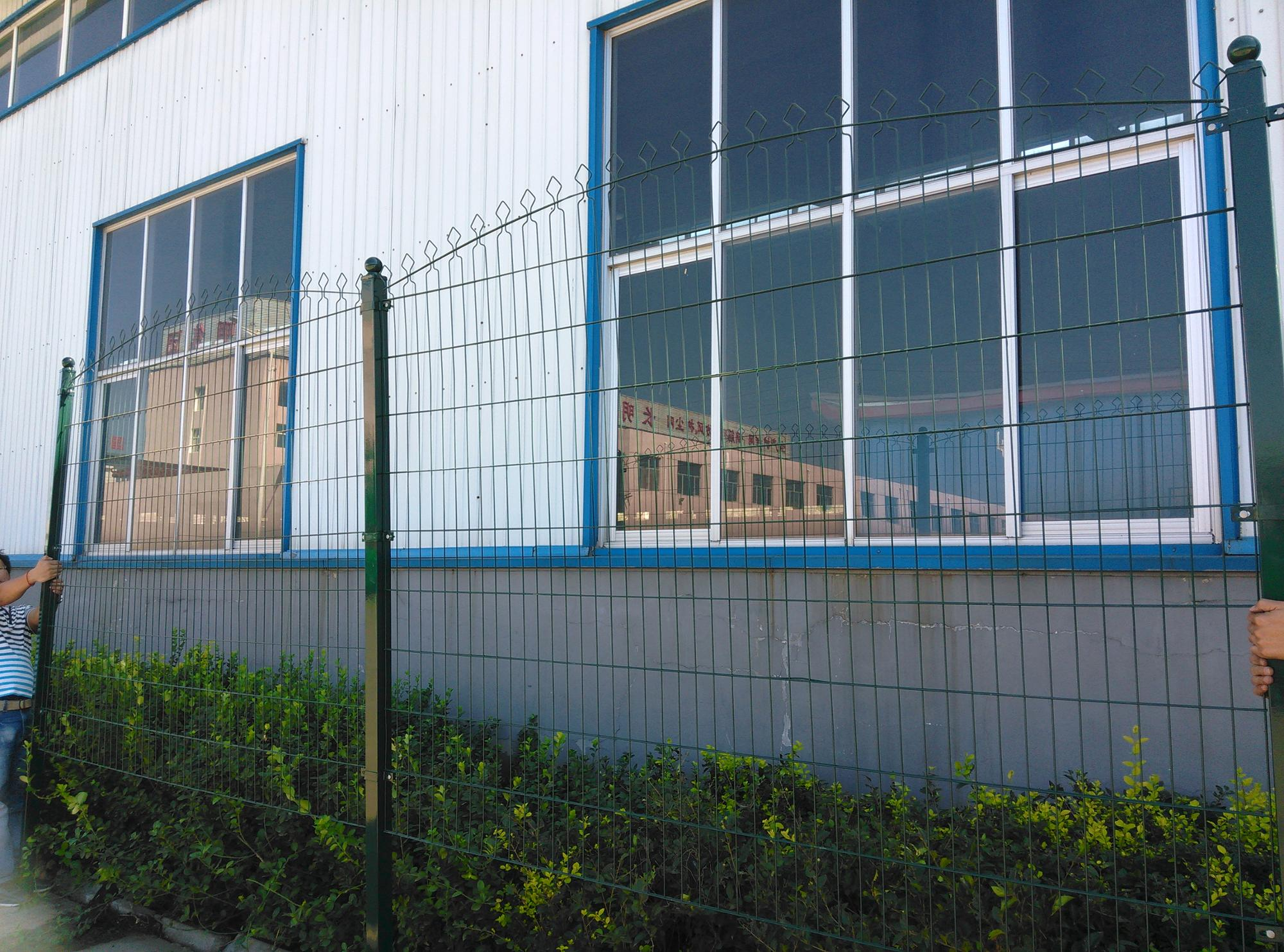 Factory Electric Galvanized and PE Coated Metal Decorative Panel Fence