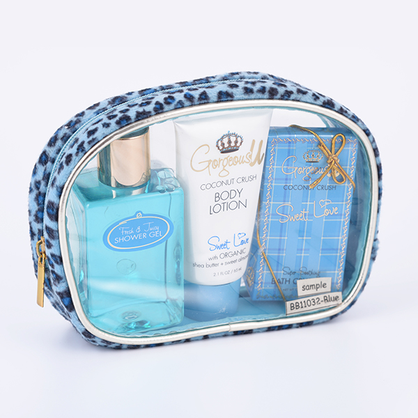 Wholesale novelty travel accessories toiletries set bath body gift set for travel