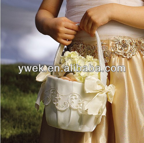 New Product! AAAA Quality Latest Trends for Wedding Flower Girl Baskets Wedding Decoration Flower Girl Basket