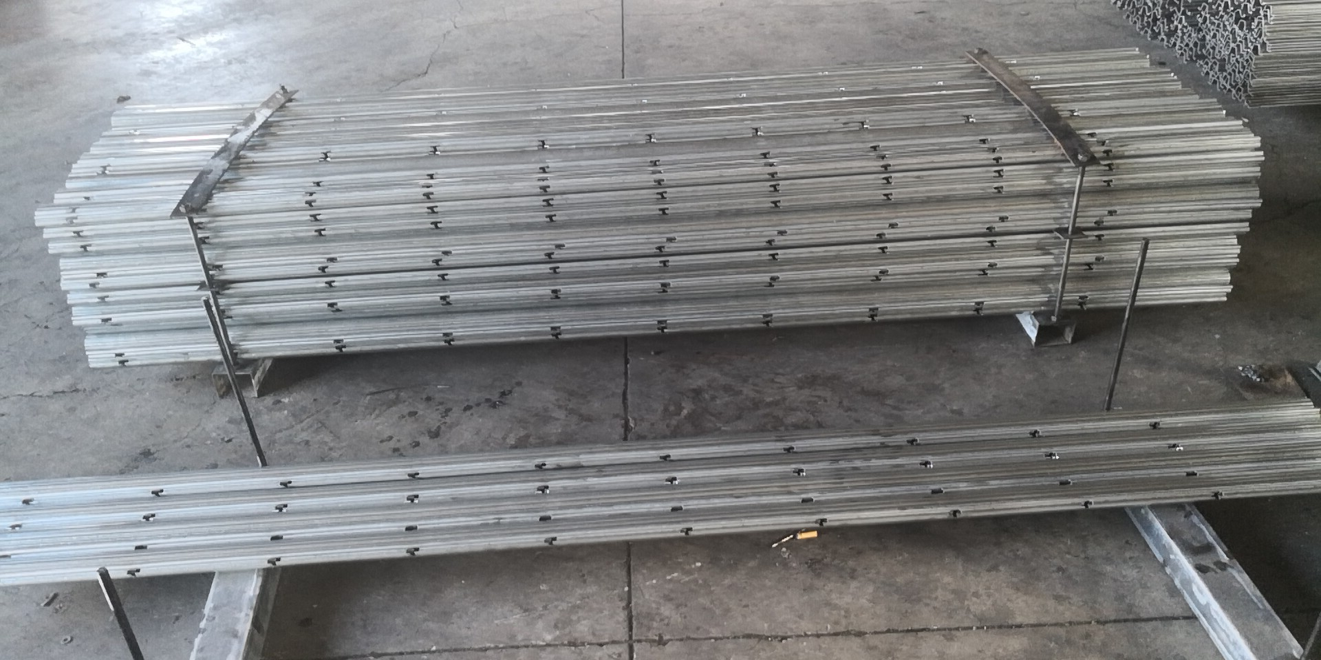 High Quality Galvanized Steel Vineyard Pile Fence Stakes