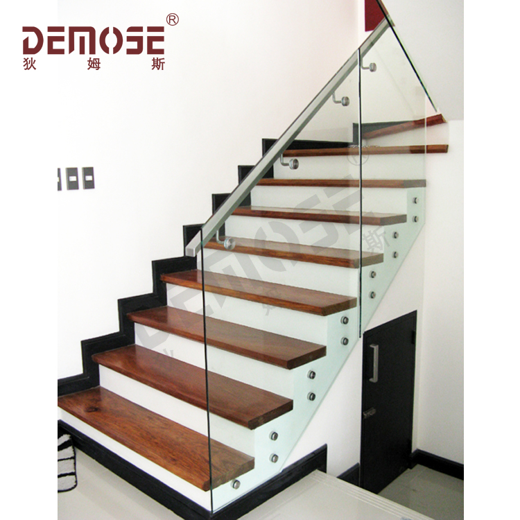 Modern Staircase Railing Design With
