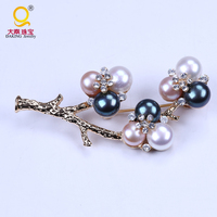 high quality rhinestone and freshwater pearl vintage brooch